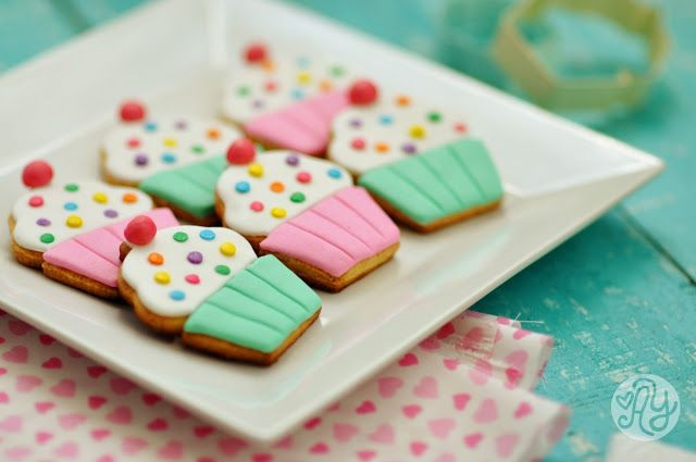 Made with love by Agus Y.: Sugar Cookie Day! - Muffin Fondant Cookies