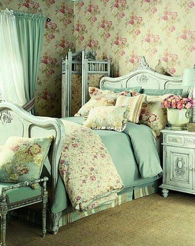 Romantic shabby bedroom!