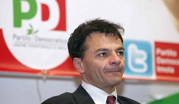 """Renzi dice """"Fassina chi?"""" e il viceministro si dimette, polemiche"""