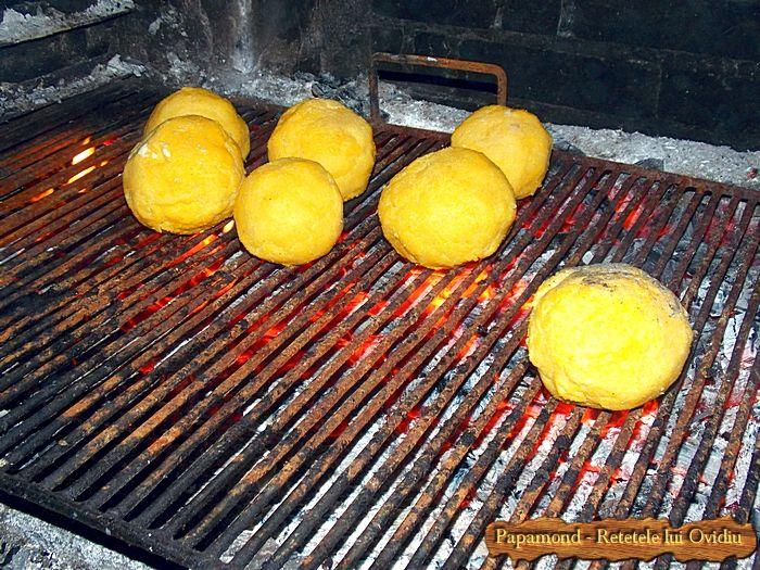 Bulz ciobanesc. Reteta de stana, de la poala muntelui | Papamond #branza, #mamaliga, #polenta, #recipes