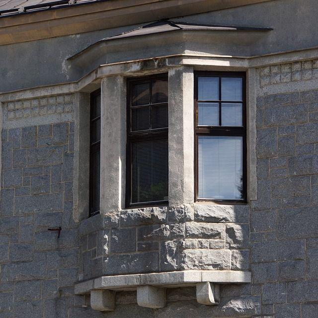 Vielä tarkempi kuva Mikkelin taidemuseon ikkunasta.