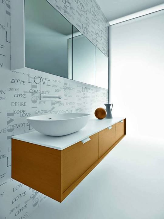 Falper Shape Evo Vanity with three drawers, counter and vessel are composed of cristalplant. Other available items: mirror outlined in laquered white finish / Vanité avec trois tiroirs, plan et lavabo en crystalplant. Autre item disponible: Miroir meuble laqué blanc