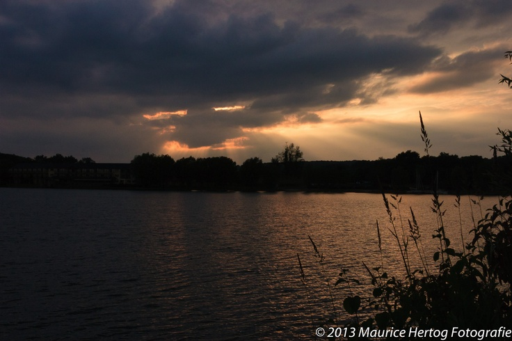 Dramatic sunset, Lac d'Aillette (FR)  Photo © Maurice Hertog Fotografie