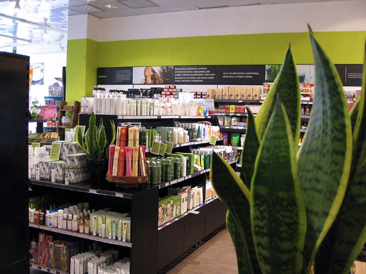 Pikvalin toteuttama myymälä: kosmetiikkaosasto.