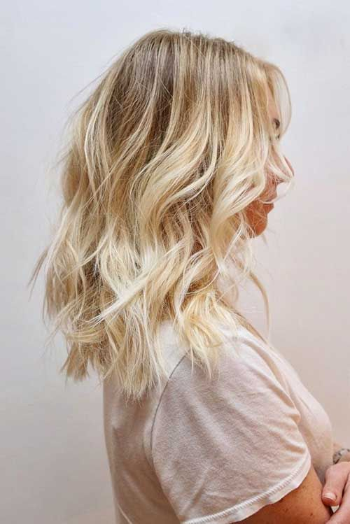 20 Short Hairstyles For Wavy Hair: #11. Blonde Beach Wavy Hairstyle