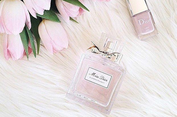 きつい香りは苦手だけど、やっぱりちょっとぐらい良い香りを楽しみたいな!っていう人に♡優しくふわっと香ってくれるおすすめの香水を集めてみました。どれも人気になってるものばかりだから、色々と試してみて自分に合った香水を見つけちゃいましょ♪