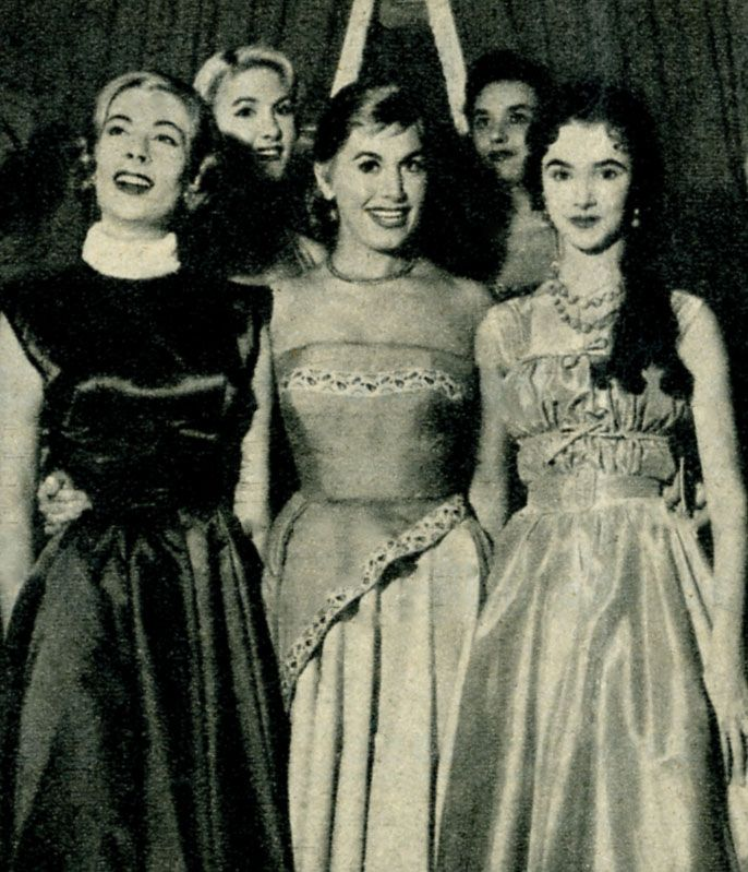 Tina De Mola (in the centre of the picture).