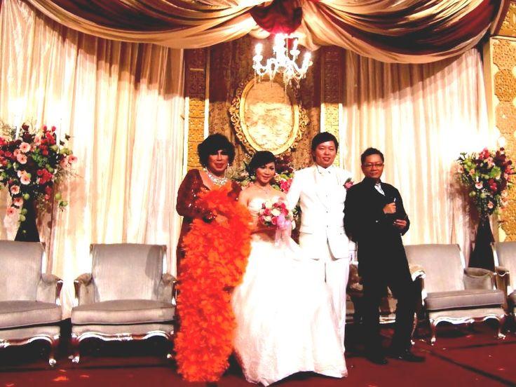 Tata Dado, Erwin-Yulan and Felix3lingual mc (mandarin.english.indonesian) at their wedding sitting party