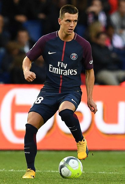 Paris Saint-Germain's Argentinian midfielder Giovani Lo Celso controls the ball during the French Ligue 1 football match between Paris Saint-Germain and Bordeaux at the Parc des Princes stadium in Paris on September 30, 2017.  / AFP PHOTO / FRANCK FIFE