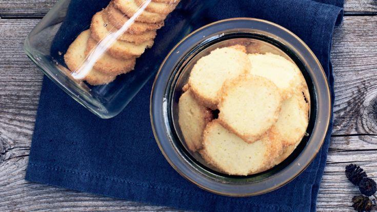 Specier er julens mest elegante småkage, her med vaniljeprikker, marcipan og citron