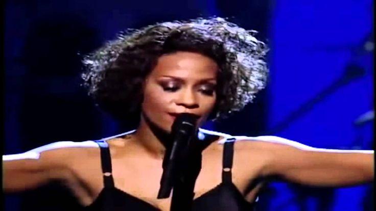 """Whitney Houston ♥ """"El guardaespaldas"""" ♥ Subtitulada ♥ """"I Will Always Love You"""" (Siempre te amaré), escrita y grabada en 1973 por Dolly Parton, fue publicada por primera vez por su autora en 1974 en el álbum """"Jolene"""" y se hizo mundialmente conocida en la magnífica voz de Whitney Houston, como tema principal de la banda sonora de la película The Bodyguard (El guardaespaldas) en noviembre de 1992."""