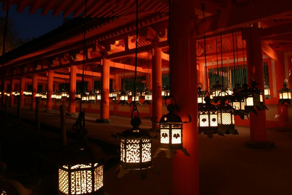 燈籠の数、日本一!3,000基に火が灯る春日大社。幽玄な夜の世界遺産へ2016.1