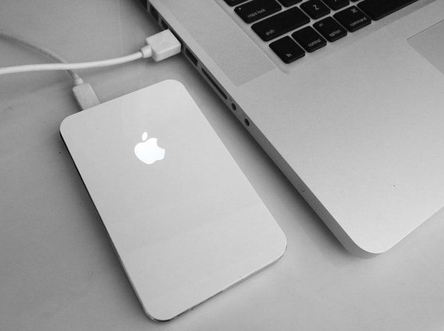 Apple HDD enclosure - http://www.amazon.com/iHdd-External-Enclosure-glowing-MacBook/dp/B005FT0OUC?ie=UTF8&tag=miksthi-20