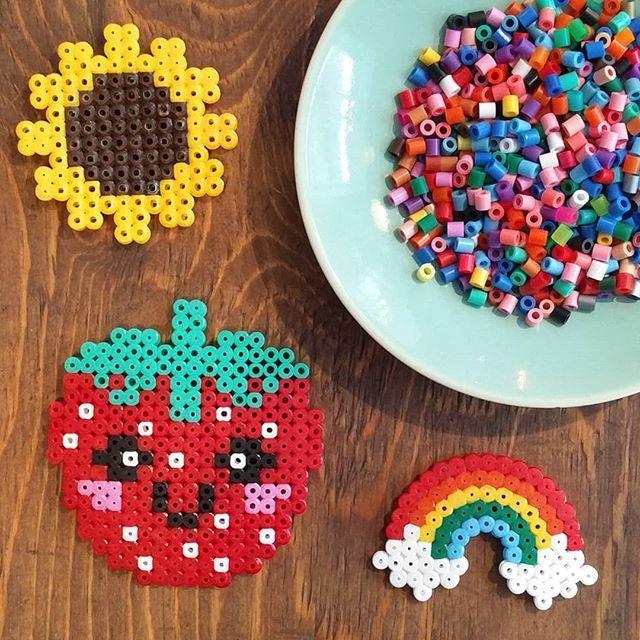 Perlerne er fremme denne uge #farver #perler #hama #perleplader #hygge #pause #diy #fællesskab