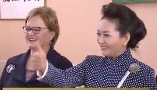 First Lady Peng Liyuan visits school in Lima - Xinhua   English ...