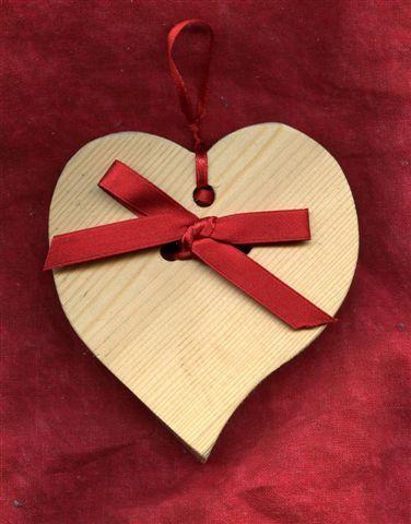 Cuore in legno abete misure 10 x 10 cm x 2 cm Fiocco in raso