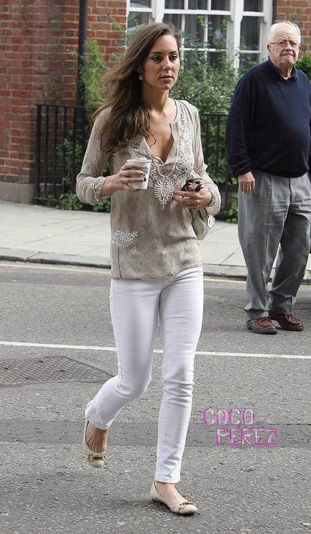 kate middleton latest news | We're not sure we've ever seen a pregnant woman in jeggings before.