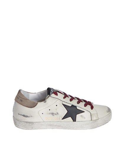 Sneaker in pelle bianca effetto vintage, inserti in pelle nera e pelle scamosciata color tortora, lacci bordeaux, suola in gomma. - Golden Goose - Sneaker Superstar
