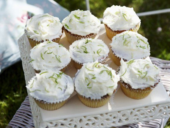 Kokos-Cupcakes mit Limette ein Rezept mit frischen Zutaten aus der Kategorie Cupcakes. Probieren Sie dieses und weitere Rezepte von EAT SMARTER!