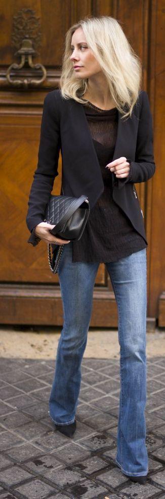Black blazer, flowy black tee and casual light wash denim flare jeans. No accessories. <3
