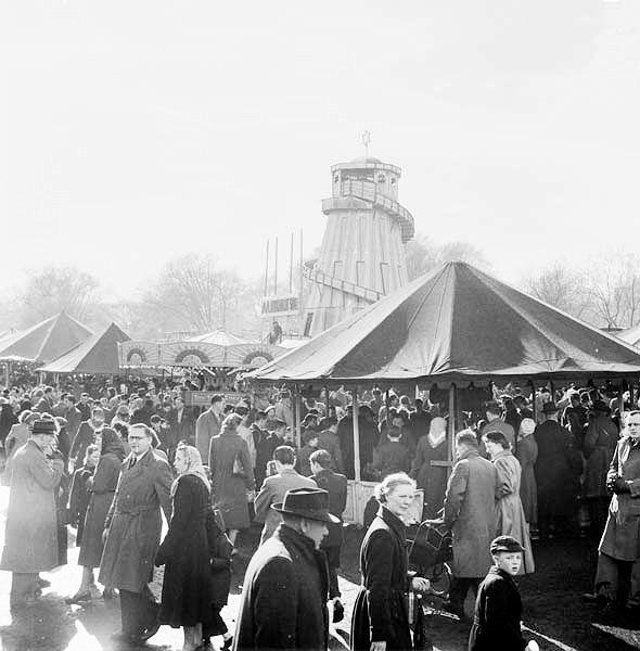 Hampstead Heath, années 50. Source : http://www.hampsteadheath.net/gallery/1950-Fun-Fair,-Heath.jpg