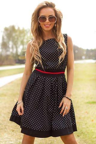 """""""http://www.vubu.pl/product-pol-60010-Rozkloszowana-sukienka-midi-w-grochy-granatowa.html"""""""