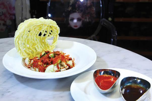 """Ingin makan aneka menu """"street food""""? JJ Royal Bistro tempatnya. Plus, di sini Anda tidak hanya akan menemukan variasi makanan saja, tapi ."""