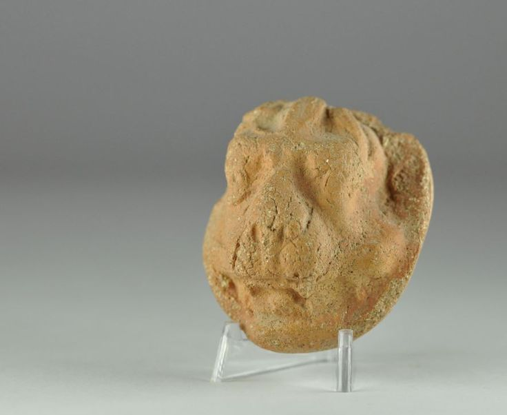 Indus Valley terracotta lion head, 9th-7th century B.C. Mystical lion head with striking detail that was part of an ancient society's religion, 4.5 cm diamater. Private collection