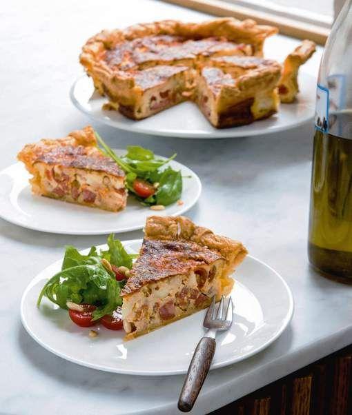 Pizza margherita met tomaten, mozzarella en basilicum is niet enkel de goedkoopste maar ook de populairste pizza van de lokale Italiaan. Dat ...