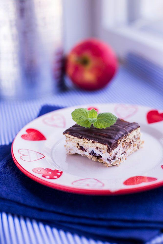 Быстрый торт из печенья с рикоттой http://chocolate-kiss.ru/torty-i-pirozhnye/torty-bez-vypechki/bystryj-tort-iz-pechenya-s-rikottoj