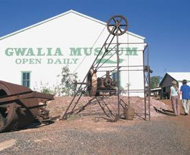 The Gwalia Historical Museum is located in the old mine offices of the original Sons of Gwalia Gold Mine. It is well worth a visit before wandering through the deserted homes in the ghost town of Gwalia. The town has been well preserved and offers an eerie insight into the lives of the former mining community's residents.