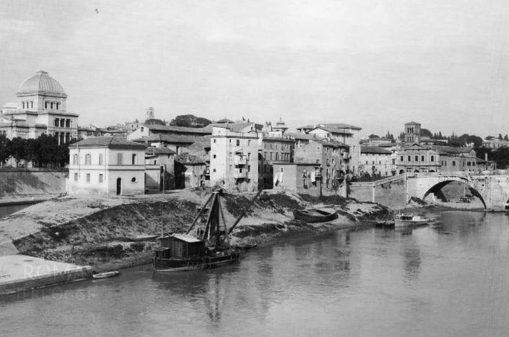 Splendida fotografia panoramica del 1925. L'Insula è ancora priva dell'Ospedale Fatebenefratelli che se pur presente fin dal 1583, verrà rimodernato nella struttura odierna, solo nel 1930