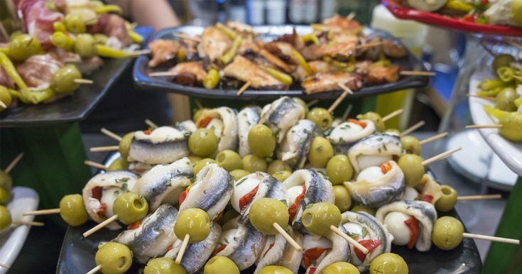世界で一番おいしい料理がある場所、スペイン・バスク地方をご紹介します。ミシュラン3つ星レストランを2軒擁するサン・セバスチャンは美食の街として知られており、街中のバルでさえも初体験の味覚に出会えるグルメ、バスク地方の魅力をご紹介します。