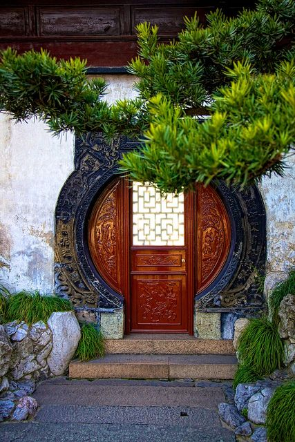 ♂ Travel Asian Sightseeing - Yuyuan Garden, Shanghai Chinese architecture traditional door