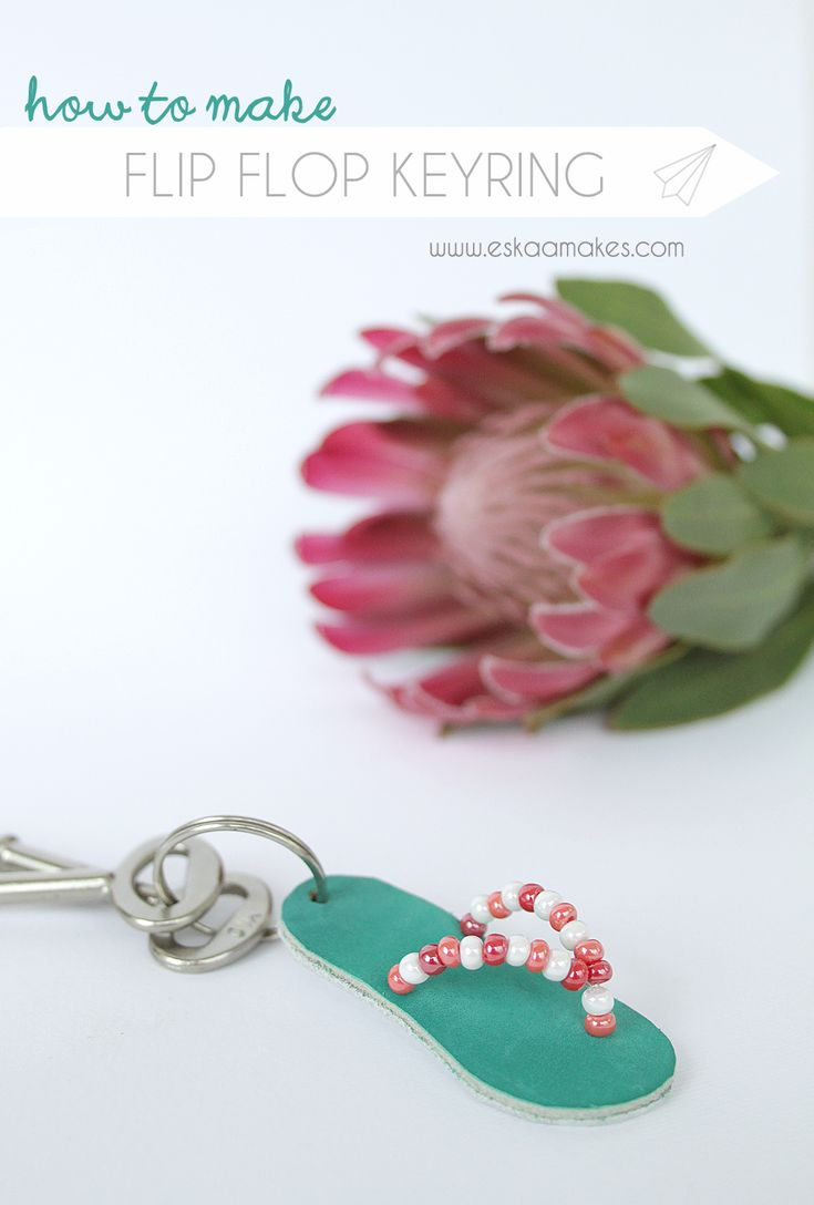 YOU LOVE SUMMER?  Show your love and make this cute flip flop keyring. It goes well with your beach bag, too. This tutorial shows you how to get crafty.  How to make - Flip Flop keyring » [es.kaa.] makes