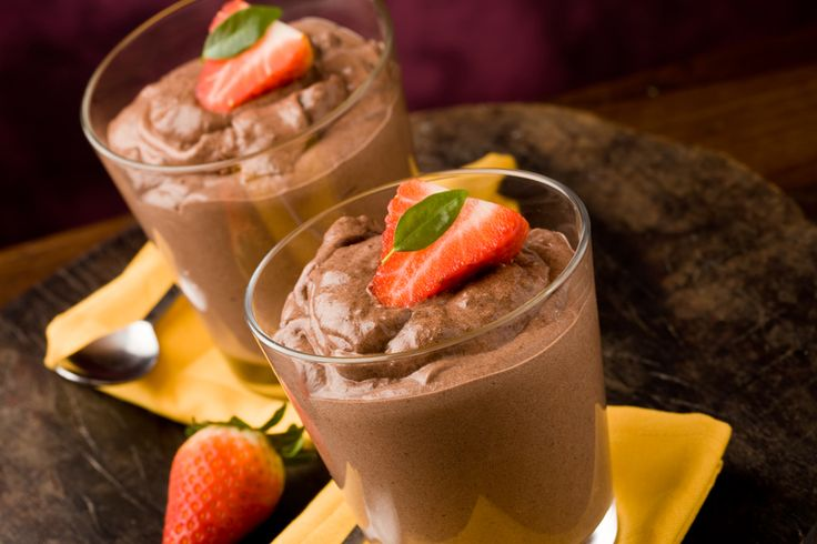 Een recept voor gezonde chocolademousse. Het is even wennen, maar het feit dat je én een chocomousse eet én weet dat het gezond is, moet toch goed zijn!