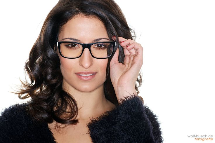 fashion ringflash portrait glasses paloma frau white