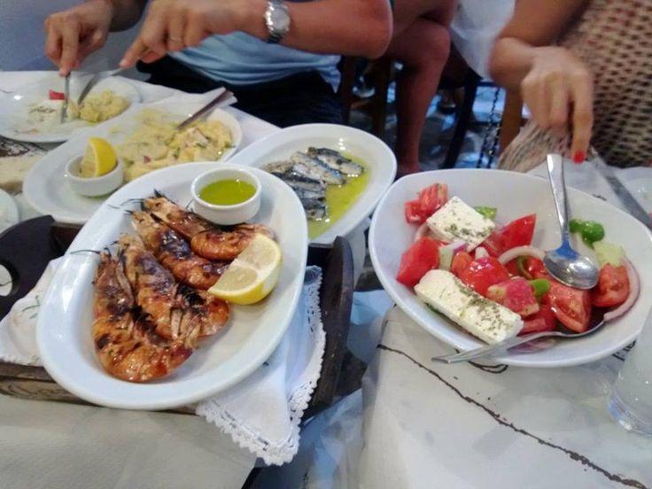 Plaka'da seçtiğimiz ve önerilen restoran Archantoula. Daracık sokaklarda bir çok restoran var. Burası bir aile işletmesi gibi... Daha fazla bilgi ve fotoğraf için; http://www.geziyorum.net/milos/