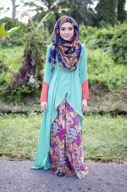 I so love the long cardigan from Wonder Wardrobe. Especially the color. I fall in love with the colors!