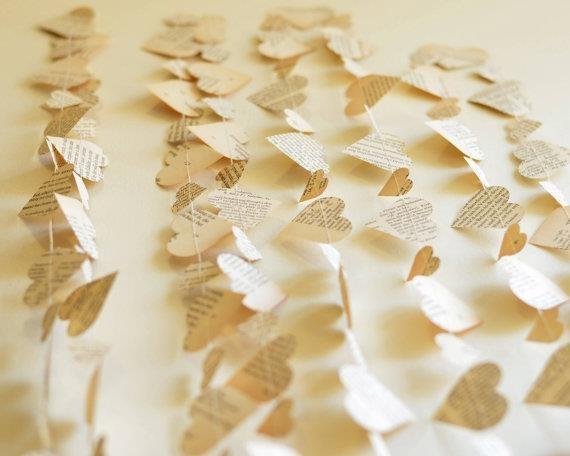 Addobbi di matrimonio: ghirlande di tessuto e carta.