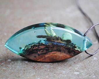Hars hout hanger, halsketting van de Oceaan, blauw groene ketting, Moss ketting, echte schelpen, Aqua blauw Fusion ketting, hout en hars sieraden
