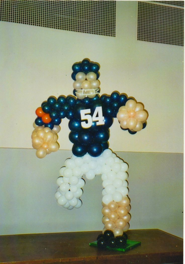 Football player balloon decoration by for Balloon decoration chicago