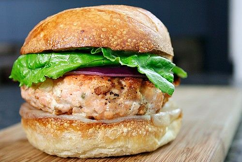 Salmon Burger and Soave Classico Grisela    Salmon burgers are a tasty, quick dish to prepare and a lightweight alternative to traditional hamburger. We recommend them together with a glass of Grisela Soave Classico Doc.