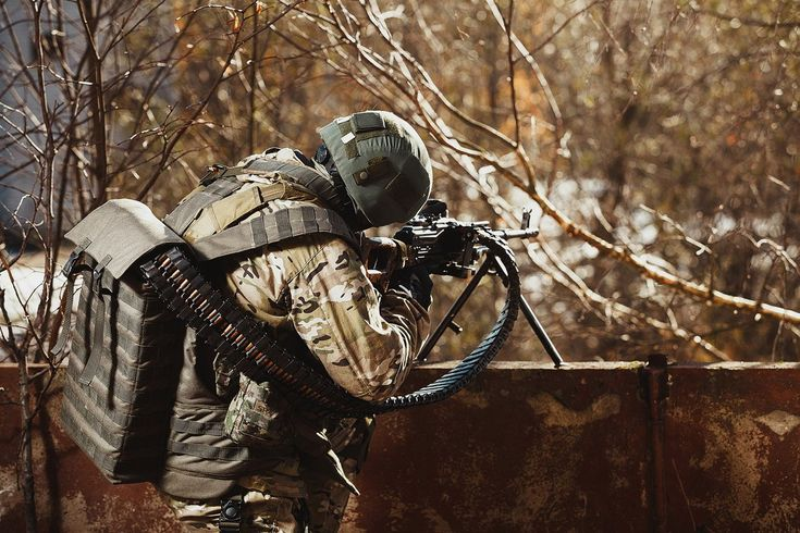 """Russian soldier with PKM machine gun equipped with """"Scorpio"""" ammo feed system [1 200px  800px]"""