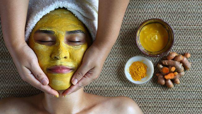 Skvelá kurkumová maska na tvár – porazte akné, vrásky a tmavé kruhy pod očami