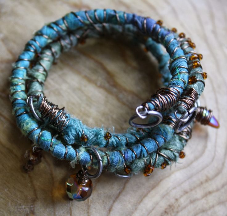 UMELECKY: Textile Bracelet Tutorial