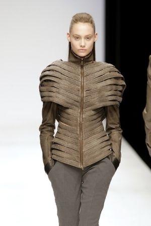 future fashion, futuristic look, Todd Lynn, future girl, fashion show, futuristic jacket, futuristic clothing, futuristic fashion by FuturisticNews.com