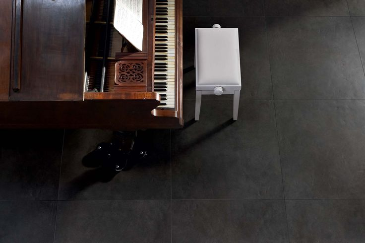 Decori vetro e gres porcellanato coordinati per design: Materia Project #pavimenti #nero #neri #pianoforte #music #room #ceramics #flooring #cool
