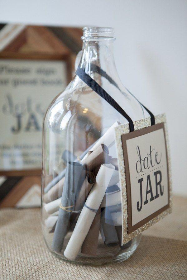 Recuerdos de los invitados con mensajes en una botella. Alternativa al libro de firmas.