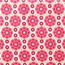 Tissu laminé blanc avec des fleurs rose et des feuilles, par Riley Blake
